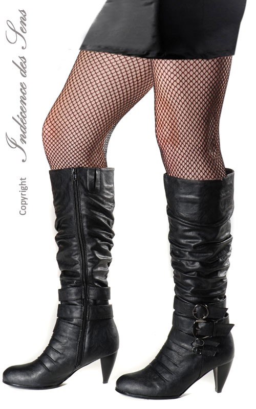 bottes-sexy-noires-bouts-ronds-et-boucles